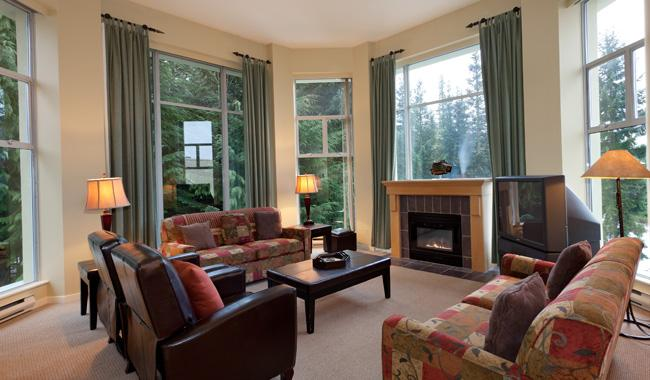 Spacious Living Room with Fireplace and Scenic Views - Woodrun 610 | Whistler Platinum | Ski-in/Ski-out - Whistler - rentals
