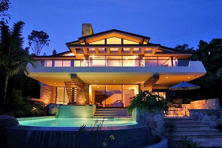 Cantilevered balcony overlooks pool and spa - Tranqui-La - Santa Barbara - rentals