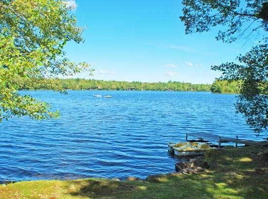 The property sits on Coleman Pond with beautiful views of the water and surrounding landscape - LAKESIDE LILYS - Town of Lincolnville - Coleman Pond - Lincolnville - rentals