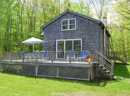 The cottage enjoys a large deck overlooking the yard and Penobscot Bay - PERIWINKLE COTTAGE - Town of Northport - Bayside Village - Northport - rentals