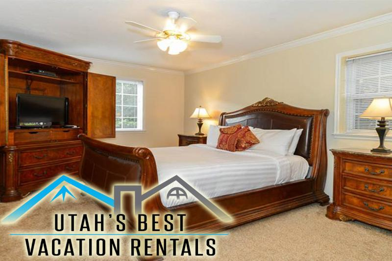 Master bedroom with king sleigh bed - *Fall Deal!* 50% Off 2nd Nt Sept-Dec 19! - Salt Lake City - rentals