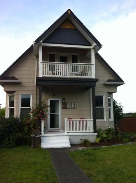 Front of home - Lovely Victorian Home in Downtown Port Angeles - Port Angeles - rentals