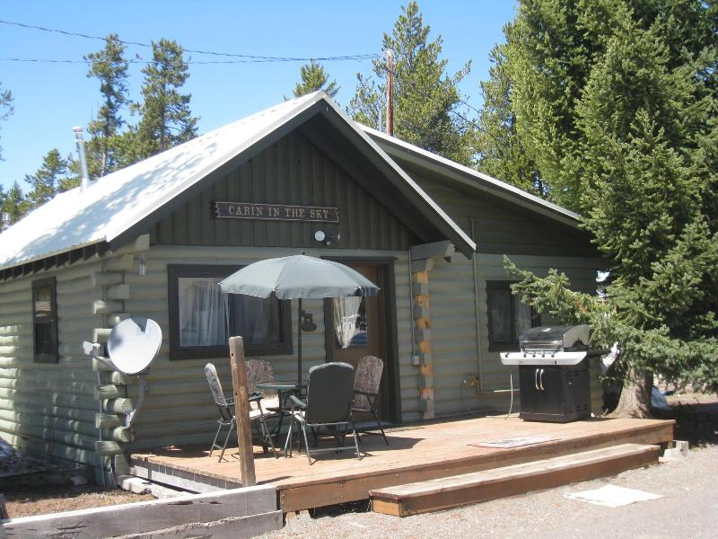 Enjoy the front deck & gas grill - Cabin in the Sky~ Summer in Yellowstone~Come visit - West Yellowstone - rentals