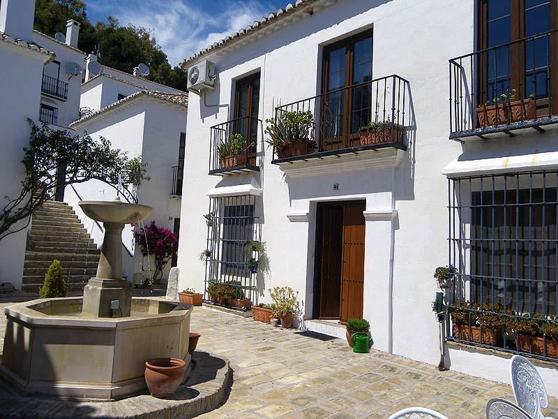 Outside Los Molinos - Sunny terrace, lovely place to relax down in the plaza   - Comfy, well equipped apt, TV + wifi - Mijas Pueblo - Mijas Pueblo - rentals