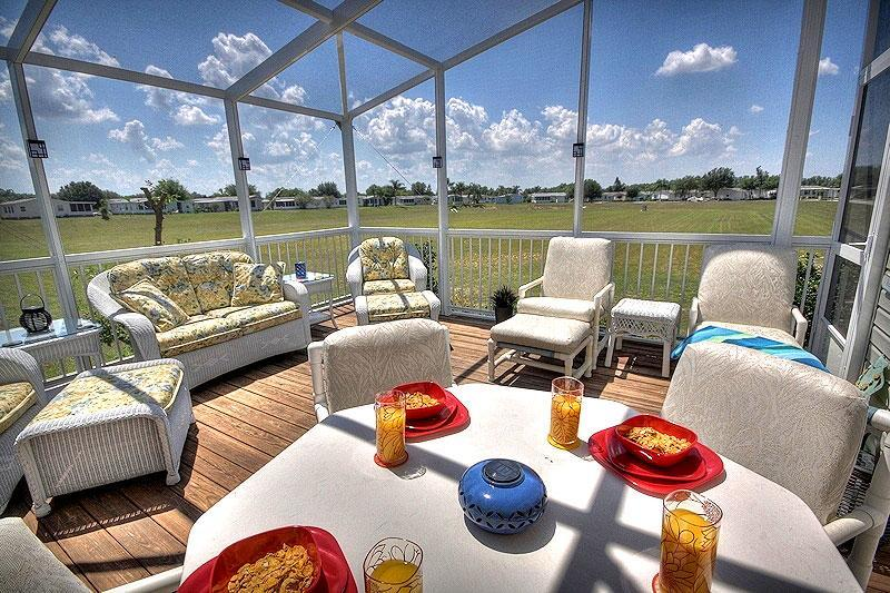 Fully Screened South Facing Sun Deck - Terrific Home~2 Kings~HarryPotter  Theme Room~WiFi - Orlando - rentals