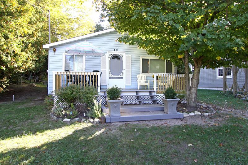 My Blue Haven cottage (#620) - Image 1 - Sauble Beach - rentals