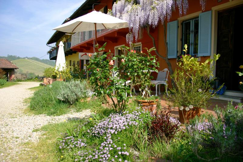 Ca Momplin in April - CA MOMPLIN I - FARMHOUSE IN LANGHE AND ROERO ( Pool at Exclusive Country Club) - Canale - rentals
