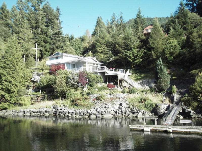 Eagles reach as shown from the waterfront - Pender Harbour Getaways / Eagles Reach - Madeira Park - rentals