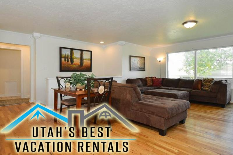 Large open family room with sectional, flatscreen TV - Dwntwn University Foothills Hm+Hot Tub+Cnventn Ctr - Salt Lake City - rentals