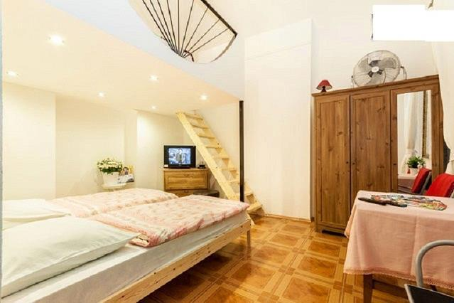 BEST PRICE BEST LOCATED FREE WIFI/ 4 PERSON - Image 1 - Budapest - rentals