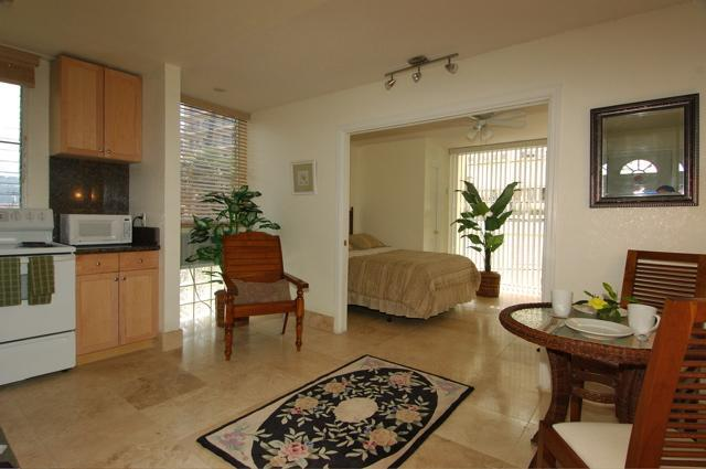 Fully Remodeled Vacation Rentals - * * Fully Remodeled Affordable Condos by the Beach - Honolulu - rentals