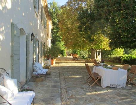 Great 5 Bedroom & 4 Bathroom House in Vaucluse (25617) - Image 1 - Saint-Priest - rentals