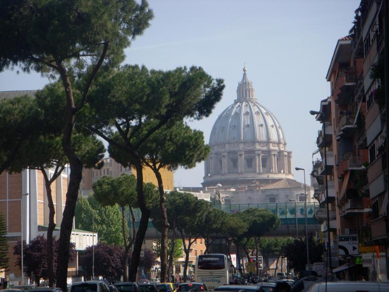View from the street outside the flat - CENTRAL VATICAN FLAT,3 FLOOR,FREE TABLET&WIFI,A/C - Rome - rentals