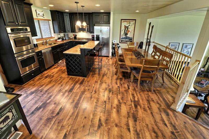Gourmet Kitchen with Dining Bar and Dining Table - Luxury Town-Home with Gourmet Kitchen and Hot Tub - Park City - rentals
