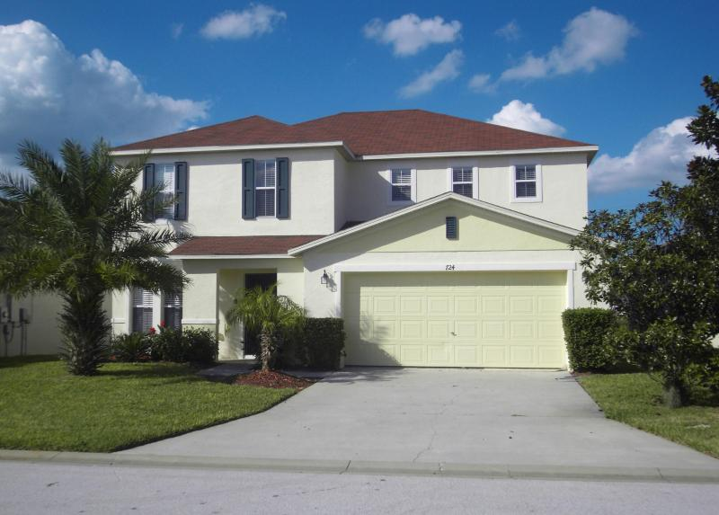 Palm Trees - luxury 4bed/3bath pool villa with garden,games room, WiFi etc. Close to Disney - Spacious Disney Villa,Sunny Garden&Pool,GamesRoom, - Orlando - rentals