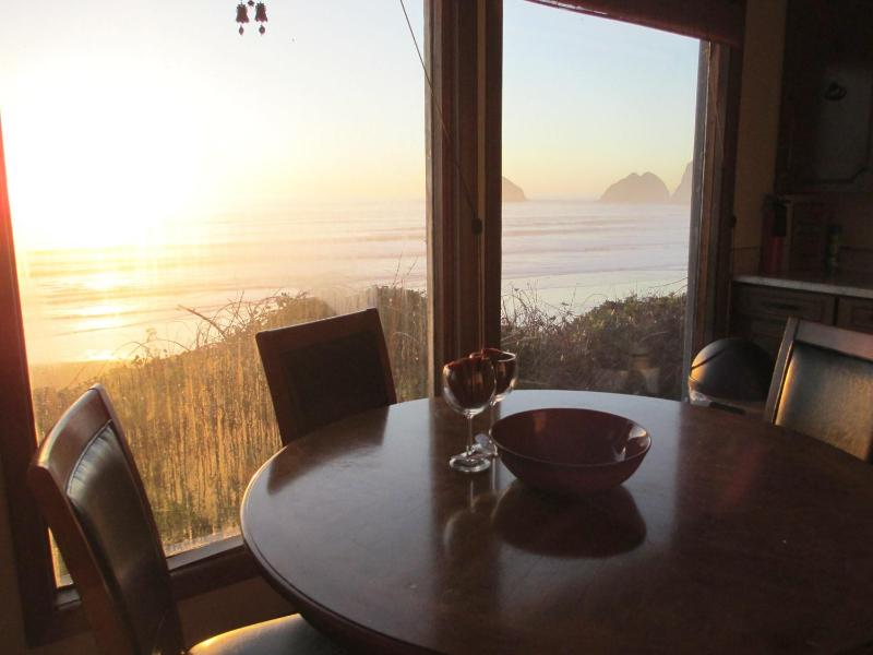 Dining Room - Pacific Star ........Oceanfront with endless views - Oceanside - rentals