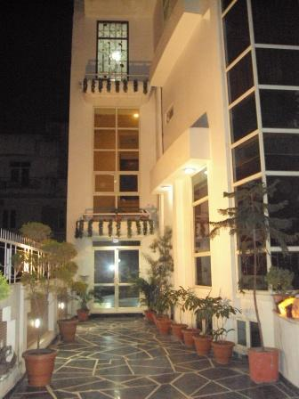 Exterior - White House Plaza - Luxury Guest House - Gurgaon - rentals