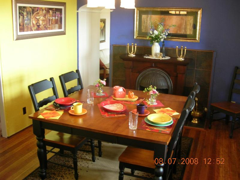 Dining room - Taste of Zanzibar on the Beach - Campbell River - rentals