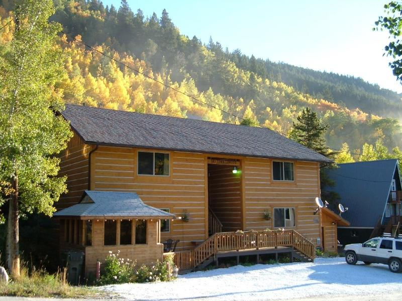 Colorado deals can't be beat while staying at Ski Town Condos on Monarch Pass.   - Ski Town Condos Vacation Rental,  Monarch Colorado - Monarch - rentals