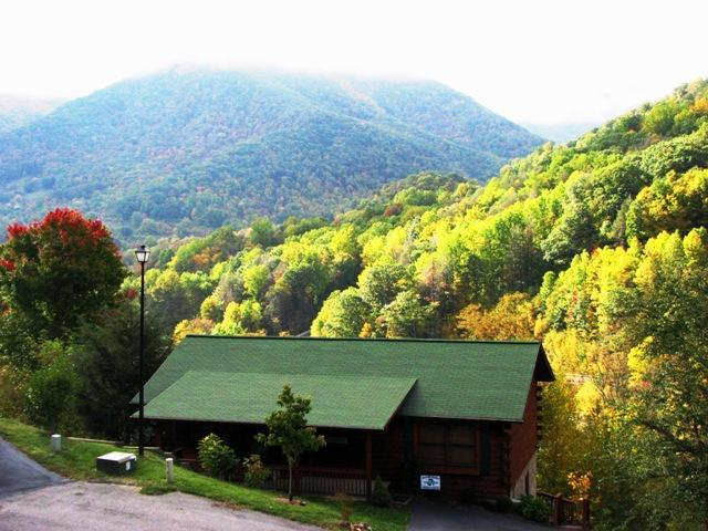 Nestled in the Great Smokey Mts, Breathtaking Views, A Must See! Reserve Now! - Majestic Views! Reserve for  Holidays, & Ski 2015! - Maggie Valley - rentals
