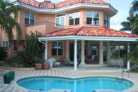 Waterfront Calypso Shores within gated community with pool, full staff & tennis court - Image 1 - Montego Bay - rentals
