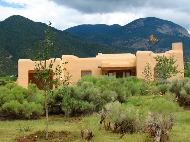 Summer view with mountain view background - Casa Cantando (House of song) - Taos - rentals