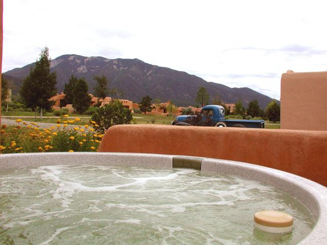 Private hot tub with mountain views - Casa Luminosa Compound - Taos - rentals