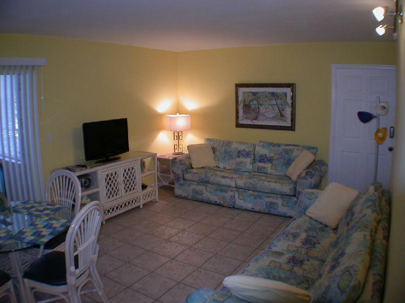 Living and Dining room - Tropical Retreat Condo -  Two Bedroom - Sleeps 6 - Clearwater Beach - rentals
