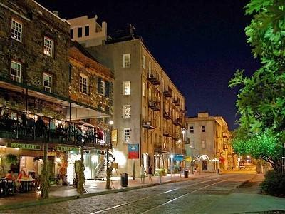 River Street Savannah to Back of Building and the Chart House - On River Street! Waterfront, Jacuzzi, Pet-Friendly - Savannah - rentals
