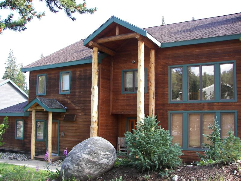 Wapiti Lodge with Skier\'s Entrance to the Left - Wapiti Lodge - 4 Master Suites, Walk to Town - Breckenridge - rentals