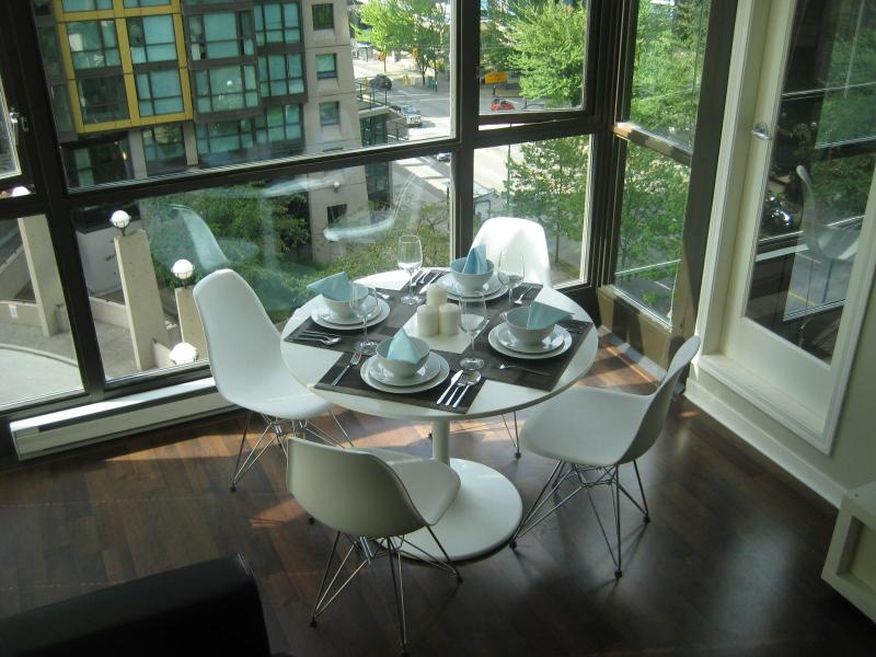 Dinning Area - Furnished Apartment for rent in Vancouver Downtown - Vancouver - rentals