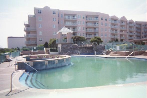 oceanfront pool, kiddie pool, gazebo, hottub area and waterfall pool - Oceanfront New Jersey Shore Resort - Wildwood Crest - rentals