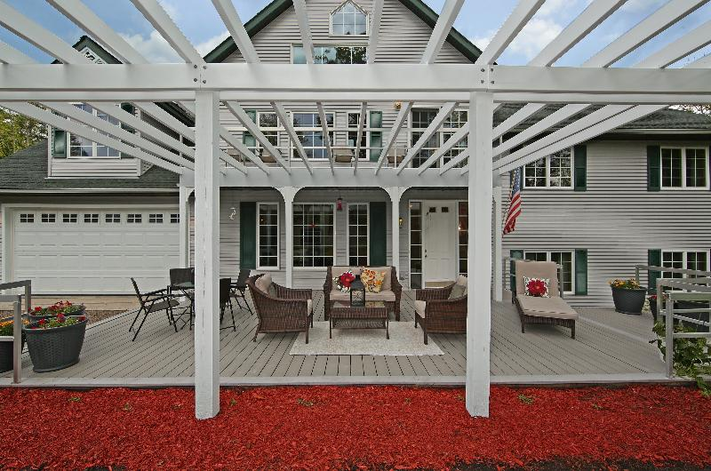 20 x 40 Pergola Deck ACE - Highly rated luxury estate - $250 a night for 4 occupants 4 week nights! - Brainerd - rentals