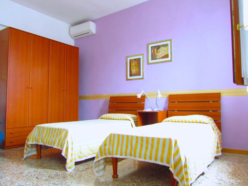 THE LILAC BEDROOM FOR 3 PEOPLE - SmArt, 2 bedrooms with free airconditioning + wfi - Venice - rentals