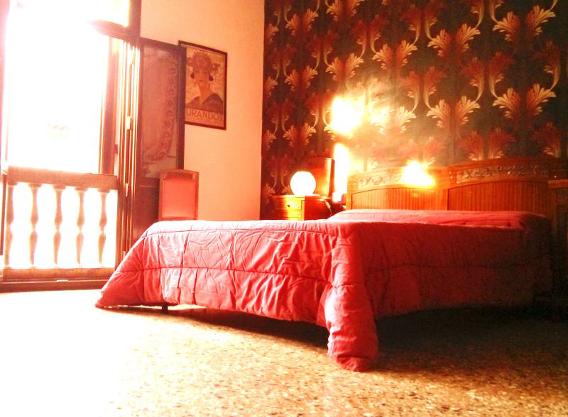 the amazing Retrò bedroom - Vintage apartment, stylish house for 4 - 6 - Venice - rentals
