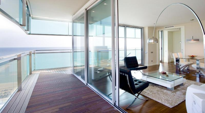 Living Room with Terrace - Exclusive Beach Apartment with Pool and Sea Views - Barcelona - rentals