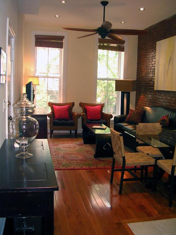Living Room - Tree-lined Charming 18th St. 2BD/2BA $325 p/n July - Manhattan - rentals