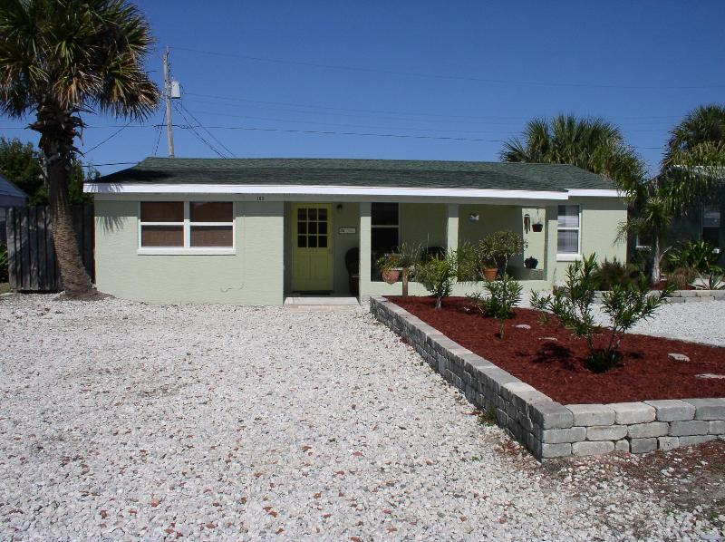 Front - Just 200ft to the beach, great amenities, Wi Fi.. - Ormond Beach - rentals