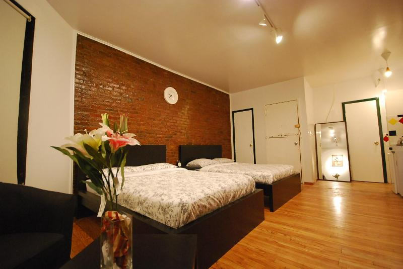 Times Square's Studio for 6 people MAX - Image 1 - New York City - rentals