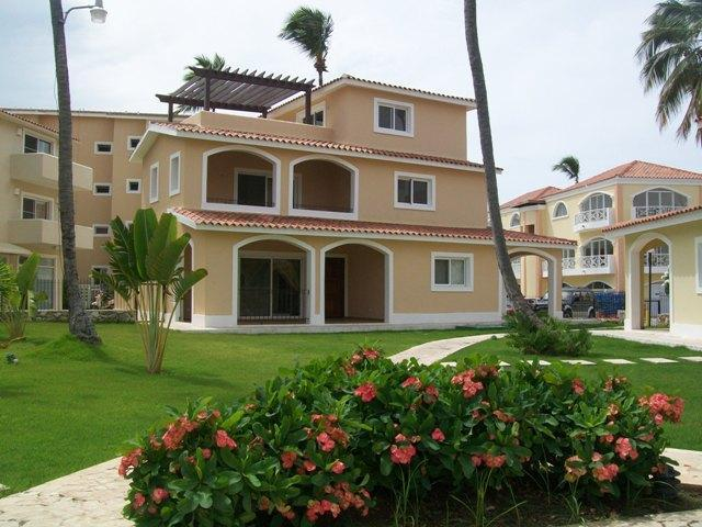 Exterior of complex.JPG - Spacious one bedroom in Grunwald II 0-1 - Punta Cana - rentals