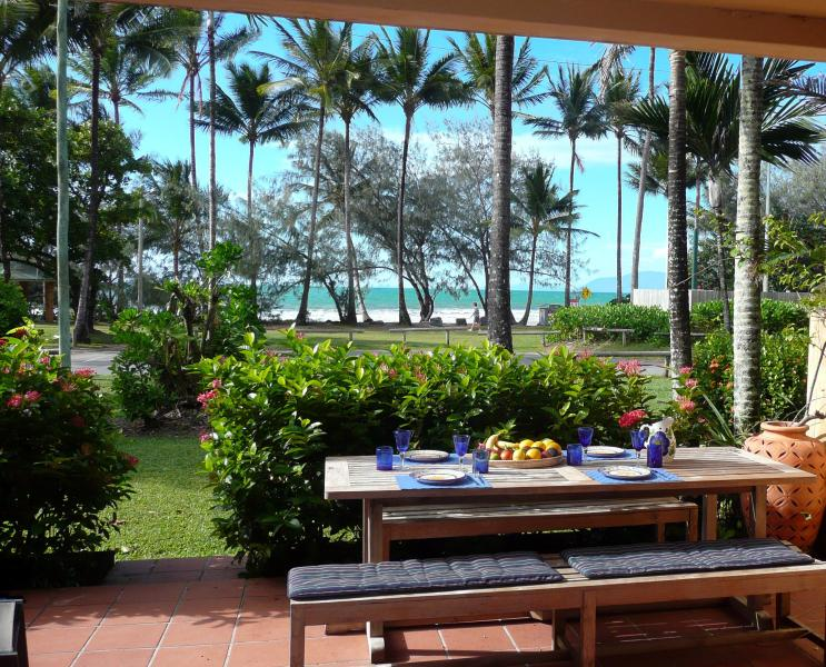 Terrace overlooking Four Mile Beach - ON THE BEACH PORT DOUGLAS sun&moon2 - Port Douglas - rentals