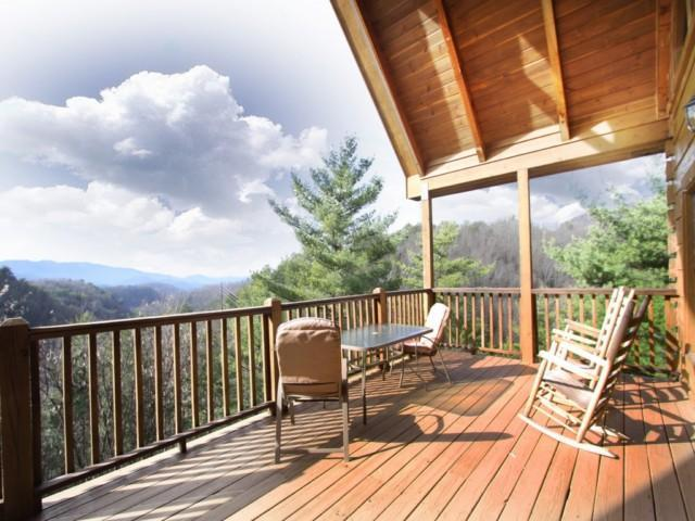 Heaven's View beautiful covered front porch! - Awesome Mt Views! Seclusion! Game Room- Internet! - Townsend - rentals