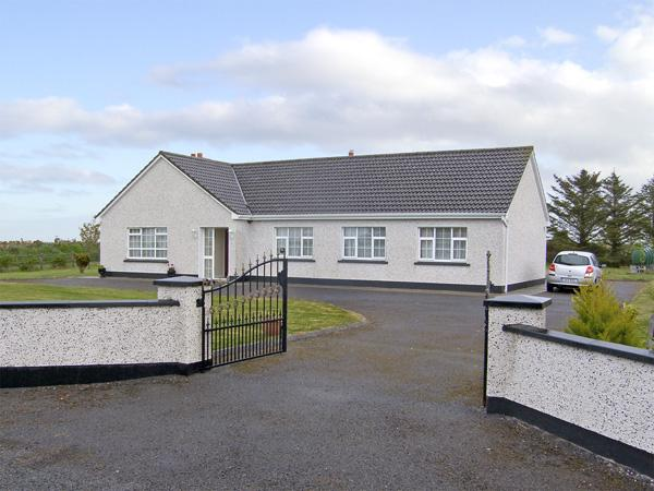 DROMORE WEST COTTAGE, family friendly, with a garden in Dromore West, County Sligo, Ref 4081 - Image 1 - Easkey - rentals