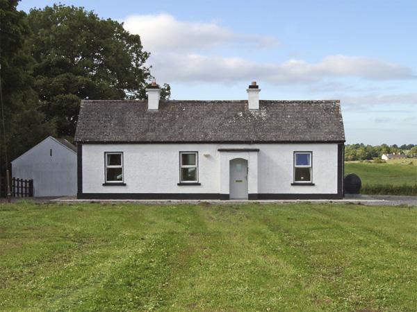 WOODSTOCK COTTAGE, pet friendly, character holiday cottage, with open fire in Ballindine, County Mayo, Ref 4085 - Image 1 - Ballindine - rentals