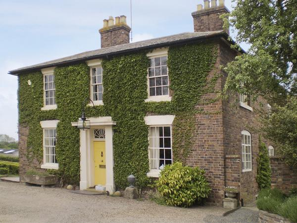 COURTYARD COTTAGE, romantic, country holiday cottage, with a garden in Wootton, Ref 4055 - Image 1 - Wootton - rentals