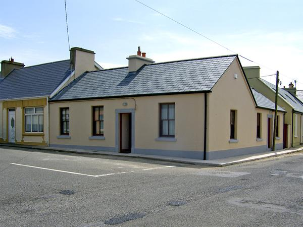 KILKEE COTTAGE, family friendly, with a garden in Kilkee, County Clare, Ref 4053 - Image 1 - Kilkee - rentals