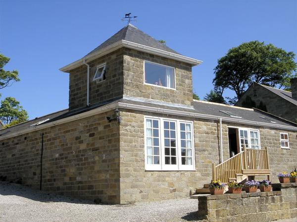 TOWER COTTAGE, pet friendly, character holiday cottage, with a garden in Aislaby Near Whitby, Ref 4051 - Image 1 - Aislaby - rentals