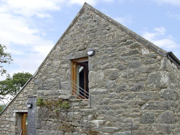 Y DOWLOD, romantic, luxury holiday cottage, with a garden in Trawsfynydd, Ref 4119 - Image 1 - Trawsfynydd - rentals