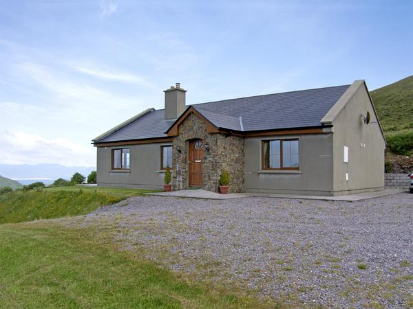KILCRENAGH, pet friendly, country holiday cottage, with a garden in Glenbeigh, County Kerry, Ref 4179 - Image 1 - Glenbeigh - rentals