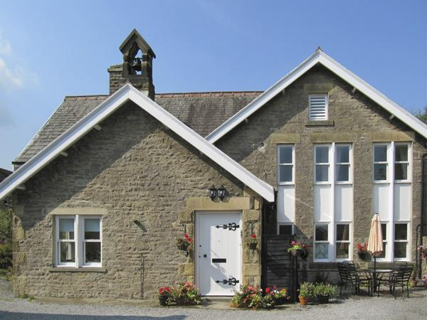 3, SCHOOL HOUSE, pet friendly, luxury holiday cottage, with a garden in West Witton Near Leyburn, Ref 4172 - Image 1 - West Witton - rentals
